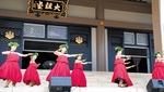 音楽や踊りが披露された大祖堂前のステージ