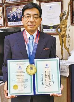 日本モンゴル教育病院とモンゴル国立医科大学から「名誉教授」の号を受けた篠原今朝男