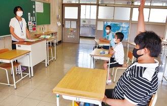学校で使う日本語を学ぶ児童