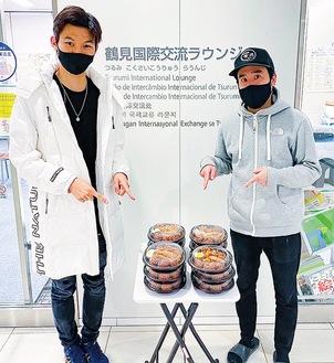 国際交流ラウンジのスタッフ(左)と楽匠の山崎オーナー