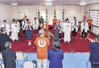 鶴見神社参集殿で行われた田祭り。通常は小中学生の演者もいるが、今年は成人のみで縮小して実施された(遠藤写真館撮影・鶴見神社提供)