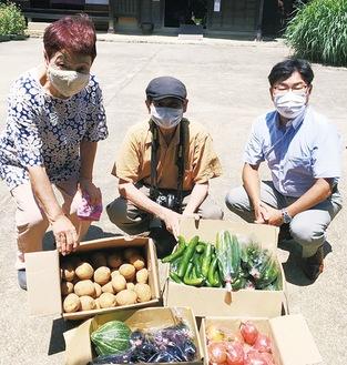 左から横溝屋敷の新田館長、柳瀬さん、鶴見西LCの向後満会長