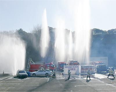 圧巻の消防演技は見もの