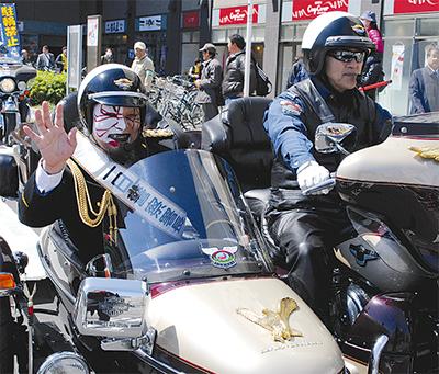交通安全願うパレード