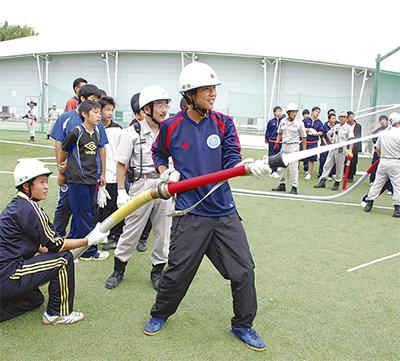 中高生が消防訓練に参加