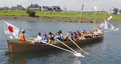 鶴見川でボート体験