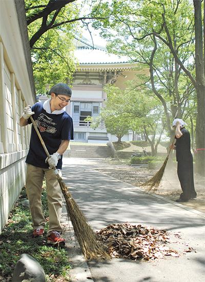 区民が總持寺をボラ清掃