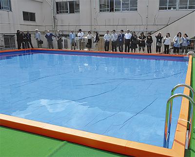 校内に念願のプール