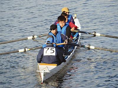鶴見川でボートマラソン