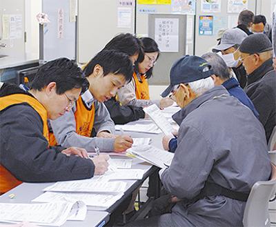 区役所で災害ボラ訓練