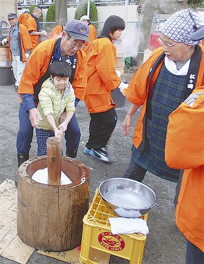 江ヶ崎住民ら餅つき交流