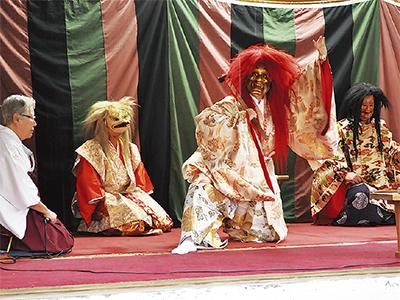 "日枝神社で""神楽"""
