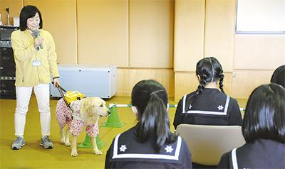 盲導犬利用者に障害学ぶ