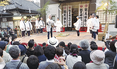 伝統の田祭りに拍手喝采