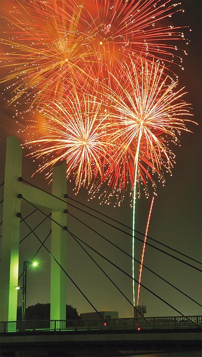 みんなで鶴見川に花火を
