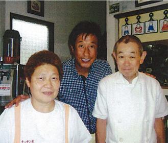 キッチン友にも訪れた宮本さん(中央)