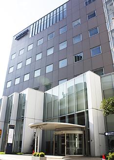 横浜駅西口から徒歩5分の同院