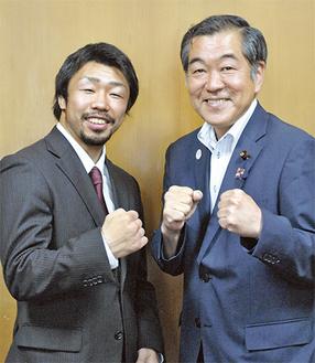 八重樫選手(左)と佐藤議長
