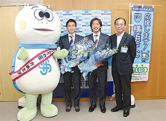 寺田選手(中央右)とナ選手(中央左)