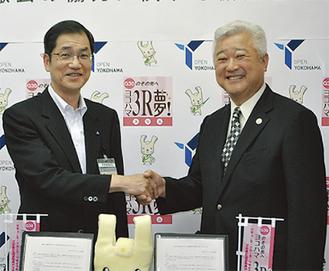 握手する土志田会長と葛西資源循環局長