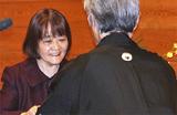 表彰される島崎さん(いわき市教育委員会提供)