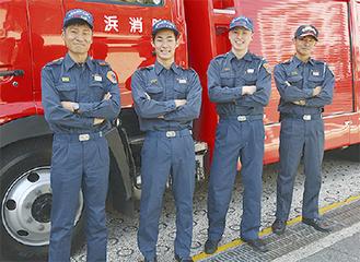 松村隊長(左)率いる1係