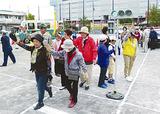 横断歩道をわたる参加者