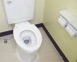 14年度に改修された、永野小学校=港南区=のトイレ(写真提供・市教育委員会)