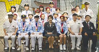 市長(前列中央)と団員ら