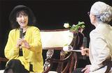 冨田さん(右)とトークする岸さん