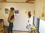 さまざまな作品が並ぶ展示会場