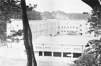 三木組が建てた震災復興小学校の一つ、間門小学校(三木組百年之記より)