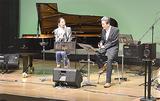ステージで語る及川さん(左)と鈴木さん