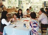 幅広い世代が交流を楽しむナナ食堂(青葉区)