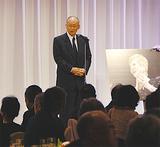 設立報告会であいさつする岩崎幸雄理事長