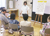 物語を作る参加者と林代表