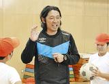 ボールを使った運動をレクチャーする遠藤さん