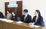 申し入れ内容を記者会見する党市議団=1月31日、横浜市庁舎内