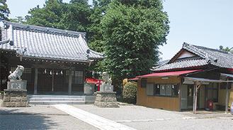 八幡神社の本殿(右)と社務所