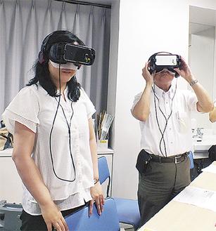 VRで認知症を疑似体験する参加者