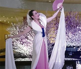 女優・板倉リサさんによる「絹龍舞」