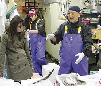 市場で働く村松さん