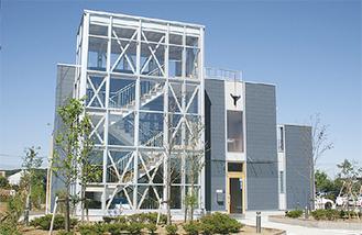 木造づくりのモダンな新校舎