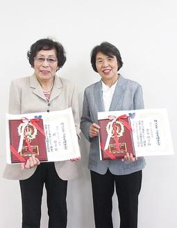 受賞を喜ぶ堤さん(左)と菅原さん