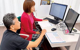 動画用と操作用の2つの画面で効率よく学習が進む受講システム