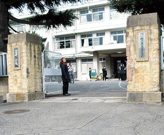 横浜翠嵐高校の正門