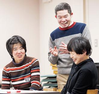 講師の菅原直樹さん(中央)