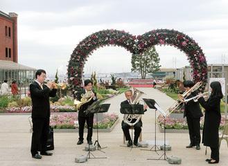 神奈川フィルハーモニー管弦楽団の金管五重奏がオープニングイベントを盛り上げた(3月29日)