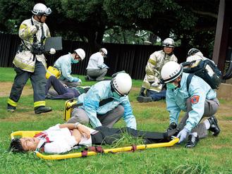 集団救急対応にあたる横浜消防