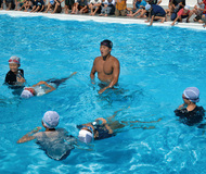 着衣水泳を指導
